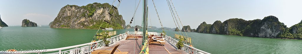 1205040731ha-long-bay-boat-pano.jpg