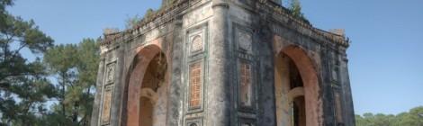 Hue - Citadel, Pagoda and Tomb